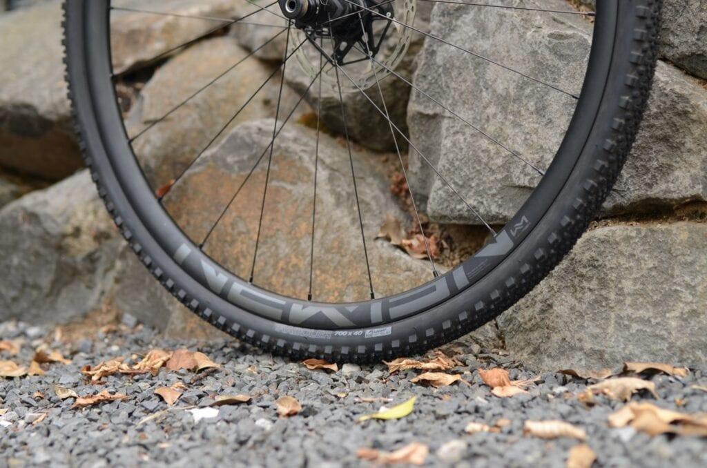 Pneus Raddler Gravel de WTB avec roue Newmen
