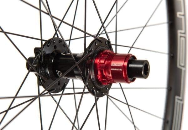 Stans NoTubes ZTR Flow CB7 Carbon Laufradsatz Wheelset hub